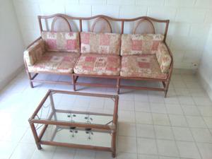 sofa, mesa de centro, comoda con espejo tipo rattan