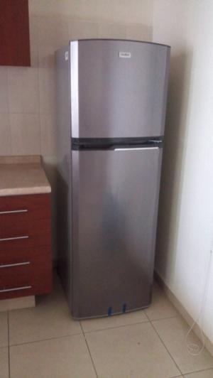 Refrigerador NUEVO Mabe, color grafito