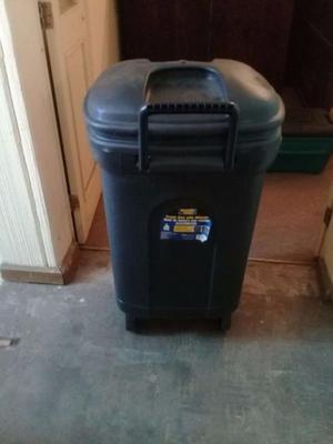 Tambo de basura con ruedas