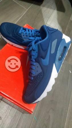 Tenis Nike nuevos Air Max nuevo talla 28 y 29