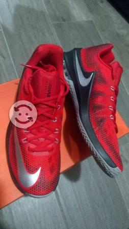 Tenis Nike nuevos Air Max talla 27
