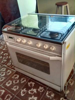 Estufa blanca Whirlpool de uso