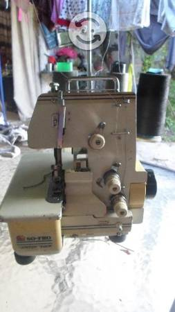 Maquina de coser over de tres hilos