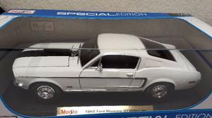 Ford Mustang GT Cobra Jet 1:18 Maisto