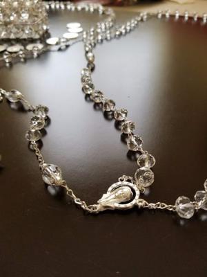 Precioso lazo y arras para boda de cristal