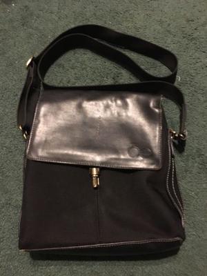 Bolsa marca Cloe color negra