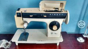 Maquina de coser singer facilita y over familiar