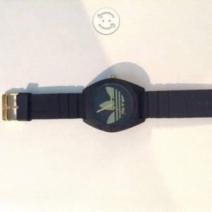 Reloj Adidas Resistente al Agua Negro con Dorado