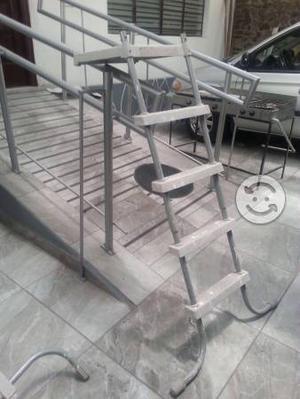 Escalera y tubos de ensamble para piscina