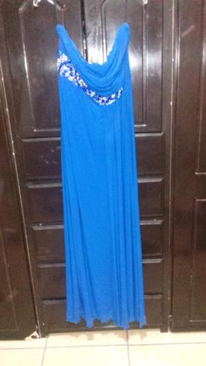 Vestido azul con pedreria