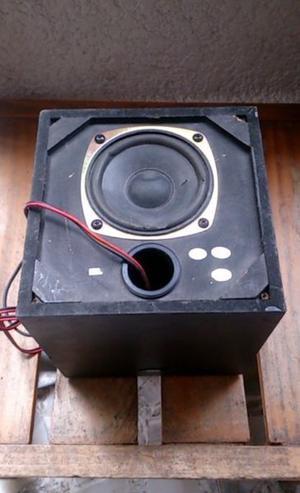 Cajon de Madera con Amplificador para Bocina 20x20x20 cms.