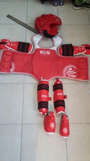 Equipo de taekwondo casi nuevo completo.