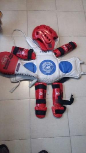 Equipo de taekwondo casi nuevo. completo.