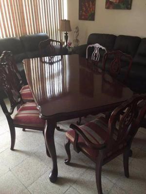 Comedor de 6 sillas con vitrina