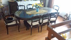 Exclusivo Comedor con dos trinchadores, 8 sillas cristal de