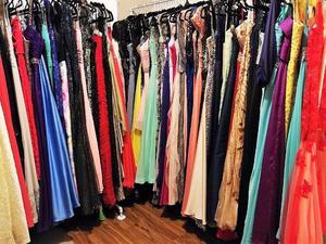 Lote de 150 Vestidos de Fiesta