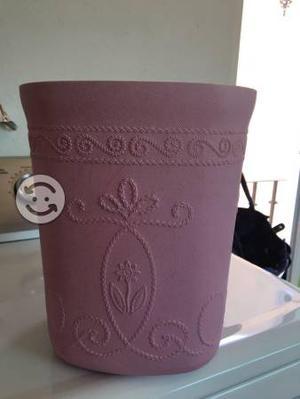Bote de basura rosa