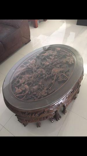 Mesa China antigua tallada en madera