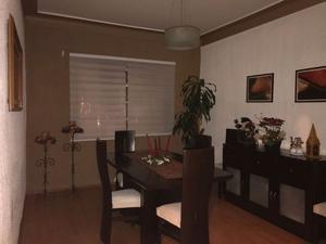 Lindo comedor mesa, 6 sillas y mueble