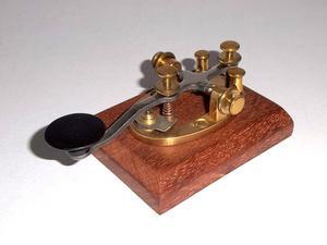 Antiguo Telégrafo para clave morse en base de Caoba