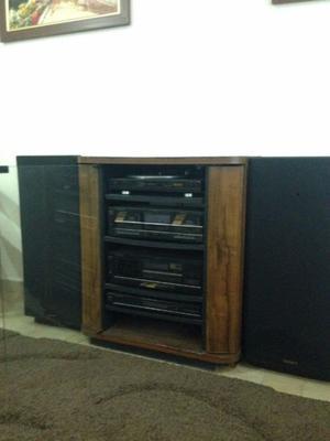 Estereo modular marca Scott con mueble incluido.
