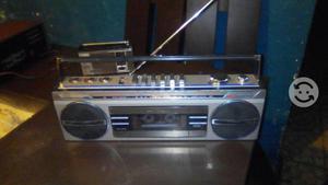 Radio grabadora.SANYO.