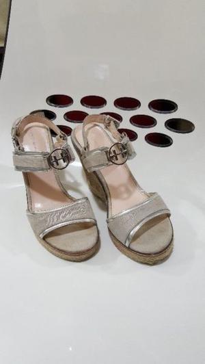 Elegantes Zapatillas Tommy Hilfiguer – Color Beige
