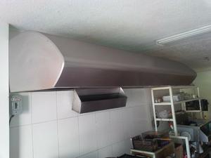 Mesas, campana, estufa, refrijerador, tarja, restaurante