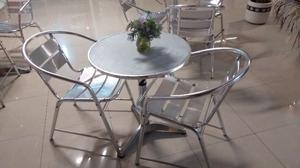 Mesa de aluminio con dos sillas