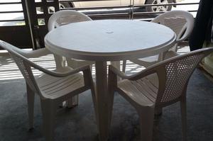 Mesa redonda de plástico