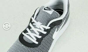 Tenis Nike TANJUN originales