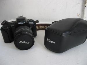 Equipo fotográfico Nikon análogo (de rollo)