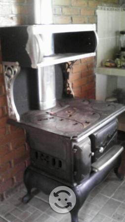 Estufa antigua de leña y carbón