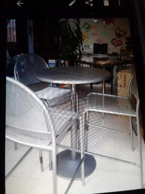 Juego de mesa y sillas de jardín