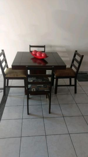 Comedor para cuatro posot class for Comedor cuatro sillas