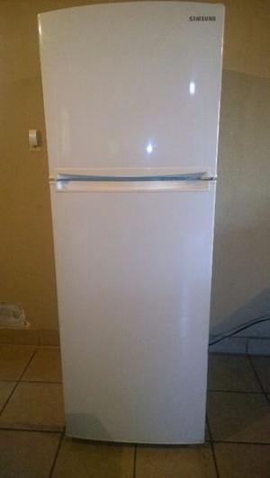 Refrigerador Samsung de 11 pies en perfecto estado