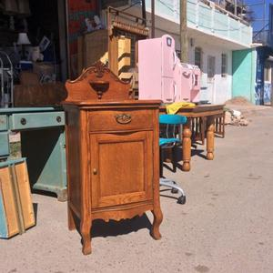 Bonito mueble antiguo
