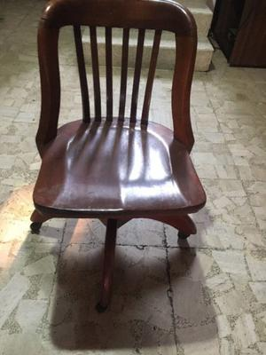 Silla antigua de caoba para escritorio