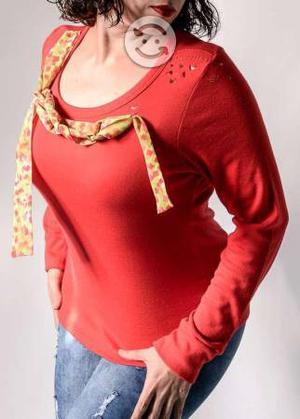 Blusa roja con cinta de colores
