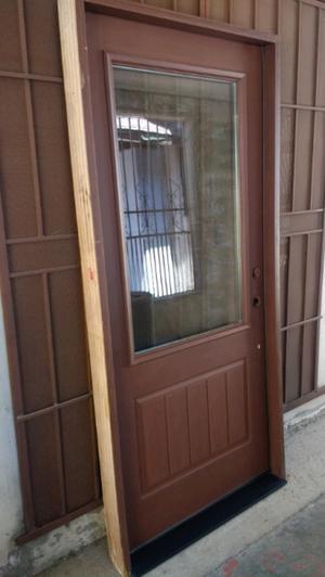Puerta de entrada, Doble vidrio, resiste fuego y golpes