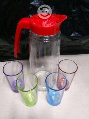 Jarra y vasos de cristal