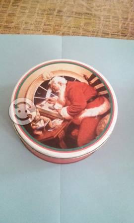Lata con adorno navideño