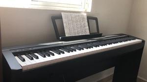 Piano digital Yamaha P45 + base de madera