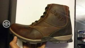 Zapatos JEEP Nuevos. Talla 6 (26 cm)
