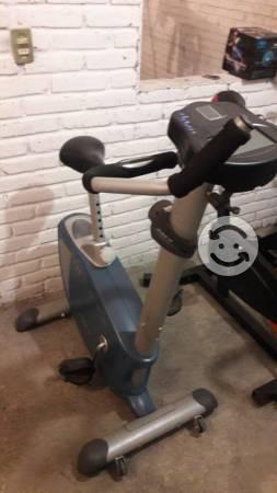 Ejercitate con esta bicicleta fija de 8 niveles