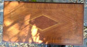Hermosa mesa de marquetería en caoba fina,