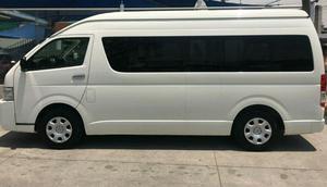 Renta Camioneta Toyota Hiace 14 pasajeros