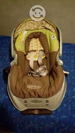 Porta bebé con base para carro marca GRACO