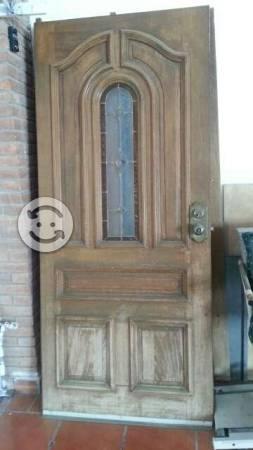 Puerta principal con 2 fijos