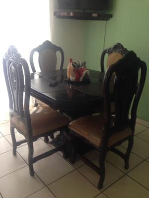 Vendo comedor de cedro de 4 sillas